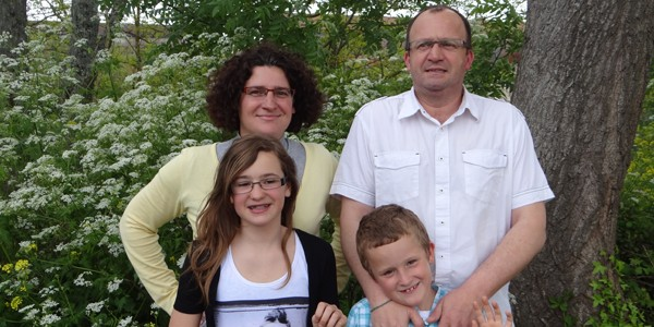 Edwige, Alain Fournié et leurs enfants accueillent Marie Dainat