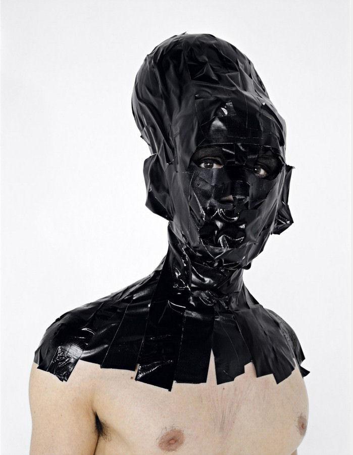 Portrait noir 2, série noire - 2005Black portrait 2, black seriesTirage lambda 130 x 104 cmTirage, Print: 1/3 + 2 EA (2 AP)En association avec Thierry Demarquest
